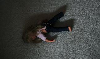 In Großbritannien ermordete ein Mann seine 18 Monate alte Adoptivtochter (Symbolbild). (Foto)