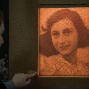 Rapper ließ sich Tattoo von Anne Frank stechen - aus DIESEM Grund (Foto)