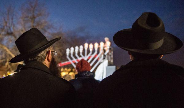 Juden feiern zwar kein Weihnachten, aber dafür das Lichterfest Channuka im Dezember. (Foto)