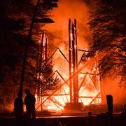 Flammen-Inferno am Frankfurter Goetheturm (Foto)