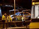 In Berlin krachte ein Auto in eine Straßenbahnhaltestelle. (Foto)