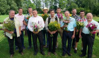 Alle Bauern v. l.: Reinhold, Bernhard, Michael, Lothar, der fleißige Pferdekutscher, Gerald, Klaus, Klaus Jürgen, Anton, Günter. (Foto)