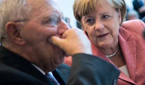 Angela Merkel unter Beschuss