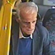 Sexuelle Belästigung im Bus - Wer kennt DIESES Sex-Ferkel? (Foto)