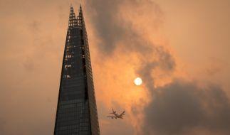 """Hurrikan """"Ophelia"""" färbt den Himmel über Großbritannien orange-rot. (Foto)"""
