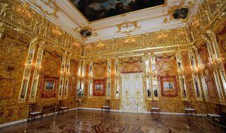 Das nachgebildete Bernsteinzimmer im Katharinenpalast in Puschkin bei Sankt Petersburg. (Foto)
