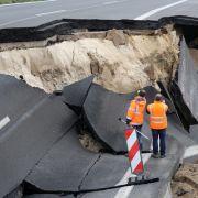 100 Meter Autobahn weggebrochen - Kosten trägt Steuerzahler (Foto)