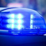 Streifenwagen stoßen zusammen - vier Polizisten verletzt! (Foto)