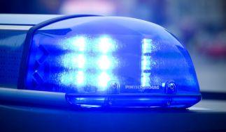 Ein 51-jähriger Mann und seine acht Jahre alte Tochter sind tot in einem Bach in Hessen gefunden worden. (Foto)