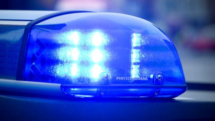 Zwischen Auto und Wand eingeklemmt Frau stirbt bei Unfall in Tiefgarage