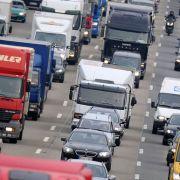 Lkw kracht in Gegenverkehr - Vollsperrung auf A3 sorgt für Chaos! (Foto)