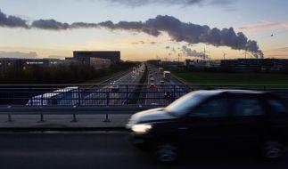 Ein 19-Jähriger starb beim Sturz von einer Autobahnbrücke. (Foto)