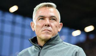 St.-Pauli-Coach Olaf Jansen muss gegen den SV Sandhausen auf zahlreiche verletzte Spieler verzichten. (Foto)