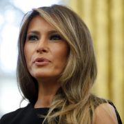 Dummerchen? First Lady von Schüler vorgeführt! (Foto)