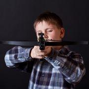 Zwei Jungs von Armbrust durchlöchert - 10-Jähriger stirbt (Foto)