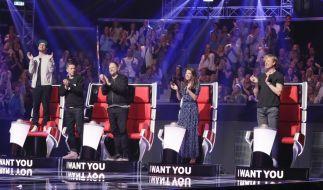 """Die """"The Voice of Germany""""-Jury: Mark Forster (l.), Michi Beck (2.v.l.), Yvonne Catterfeld (2.v.r.), Smudo (M.) und Samu Haber (r.). (Foto)"""