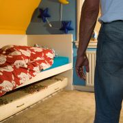 Lebensgefahr! Vater soll Zweijährige schwer misshandelt haben (Foto)