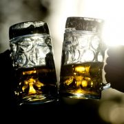 Zur Feier des Tages anstoßen? Nicht mit Methyphobikern! Sie leiden unter Angst vor Alkohol.