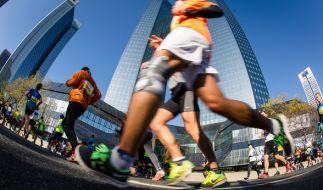 Zum Mainova Frankfurt Marathon 2017 werden knapp 20.000 Hobbyläufer erwartet. (Foto)