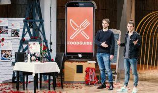 """Die Gründer Malte Steinert und Finn Fahrenkrug haben die App """"Foodguide"""" ins Leben gerufen. (Foto)"""