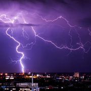 SO überlebt man einen Blitzeinschlag im menschlichen Körper (Foto)