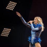 Schlager-Queen nach Bühnen-Unfall schwer verletzt (Foto)