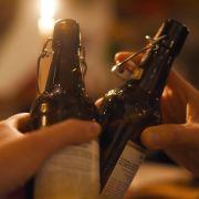 Mann will Bier im Kino öffnen - dann bricht Chaos aus (Foto)