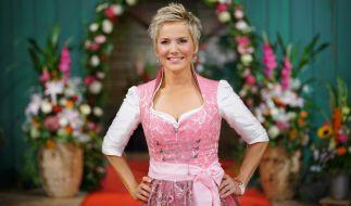 """Inka Bause bittet bei """"Bauer sucht Frau"""" in Folge 4 zur Hofwoche. (Foto)"""