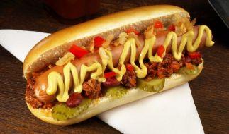 Dumm gelaufen: Als ein 19-Jähriger einen Hot-Dog-Stand in Chicago überfallen wollte, schoss er sich versehentlich in seinen Penis (Symbolbild). (Foto)