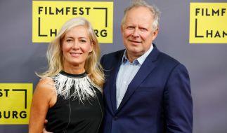 """Axel Milberg und seine Frau Judith 2017 bei der Deutschlandpremiere von """"Tatort: Borowski und das Land zwischen den Meeren"""" während des Filmfests Hamburg. (Foto)"""