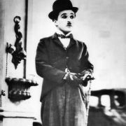 Charlie Chaplin schwängerte eine Minderjährige. Dann heiratete er sie.