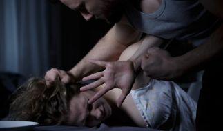 Eine russische Frau wurde sechs Jahre lang von ihrem Partner als Sex-Geisel eingesperrt und verprügelt (Symbolbild). (Foto)