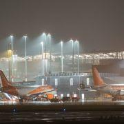 Chaos am Airport! Mann flüchtet vor Abschiebung (Foto)