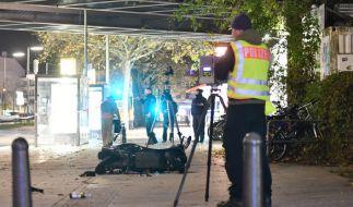 Nur durch Sprünge zur Seite konnten sich die Passanten vor dem heranrasenden Fahrzeug retten. (Foto)