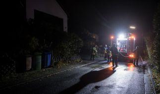 Am Samstagabend beseitigte die Feuerwehr die letzten Spuren des Angriffs. (Foto)