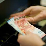 Gibt es Arbeitslosengeld bald nur noch im Supermarkt? (Foto)