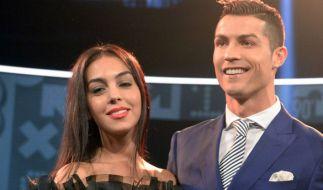 Fußballer Cristiano Ronaldo (32) und das spanische Model Georgina Rodríguez (22) sind Eltern geworden. (Foto)