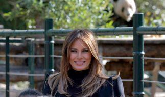 Melania Trump vor dem Panda-Gehege im Zoo von Peking während ihres China-Besuchs. (Foto)