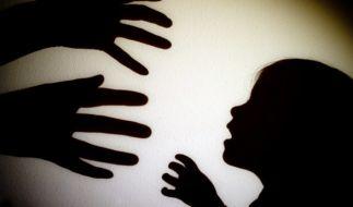 Ein 37-jähriger Mann soll den achtjährigen Sohn seiner Freundin zu Tode gefoltert haben (Symbolbild). (Foto)