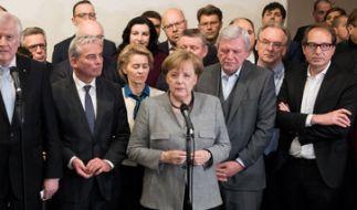 Bundeskanzlerin Angela Merkel äußert sich zum Scheitern der Jamaika-Sondierungen von CDU, CSU, FDP und Grünen in der Landesvertretung von Baden-Württemberg in Berlin. (Foto)