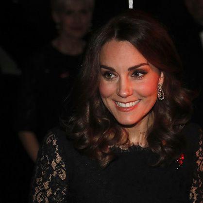 Verräterisches Zeichen! Trägt sie HIER schon das Erbe der Queen? (Foto)