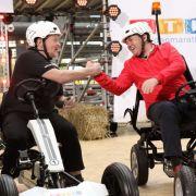 Im Rahmen des RTL-Spendenmarathon 2017 startet Joey Kelly (l.) die 24-Stunden-Kettcar-Challenge.