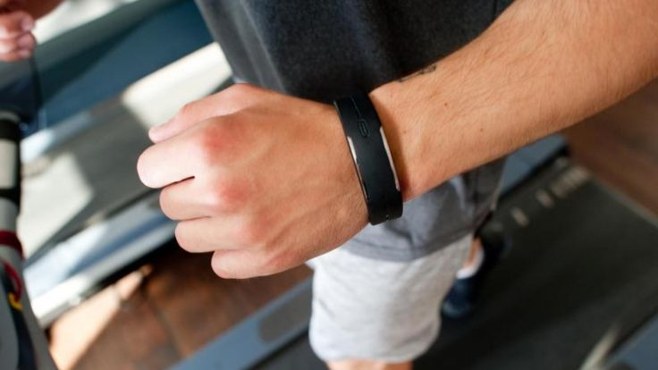 Fitness-Tracker zeichnen auf, wie viel sich ihr Träger bewegt. Das ist einerseits praktisch, birgt aber auch das Risiko, dass Gesundheitsdaten gesammelt werden.