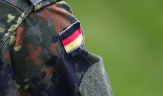 Ein Bundeswehrsoldat soll einen Fußball-Fan erschlagen haben. (Foto)