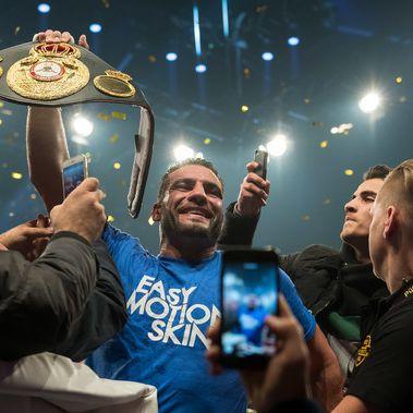 Charr 1. Schwergewichts-Weltmeister seit Max Schmeling (Foto)