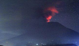 Der Vulkan Mount Agung hat nach einer erneuten Eruption Asche regnen lassen. (Foto)