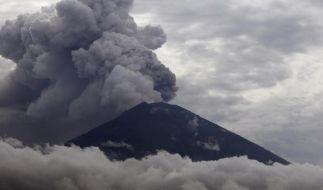 Der Vulkan Mount Agung spuckt derzeit Rauch und Asche. (Foto)