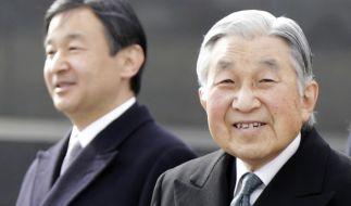Japans Kaiser Akihito (r) und sein Sohn, Kronprinz Naruhito. (Foto)