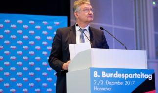 Jörg Meuthen, AfD-Bundesvorsitzender, steht am 02.12.2017 beim Bundesparteitag der Alternative für Deutschland im HCC Hannover Congress Centrum in Hannover. (Foto)