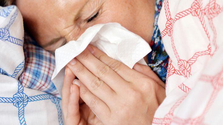 Völlig unerwartet starb eine junge Frau nach einer Grippe-Diagnose (Symbolbild). (Foto)